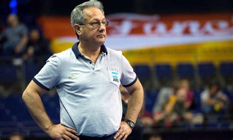 Julio Velasco hizo oficial su salida de la Selección en ...