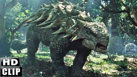 JURASSIC WORLD Clip  Dinosaurios En El Bosque  Español ...