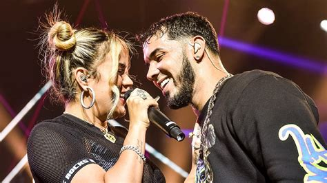 Karol G and Anuel AA Make Out in the Middle of A Live ...