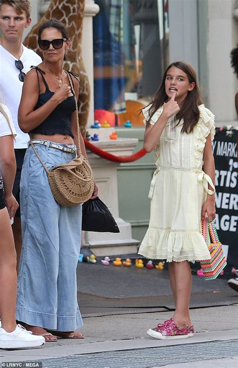 Katie Holmes and daughter Suri Cruise, 13, brave the New ...