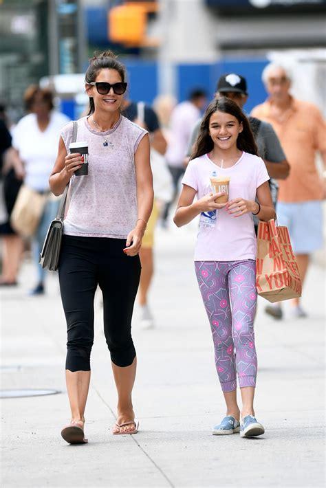 Katie Holmes in Glittery Havianas Flip Flops With Daughter ...