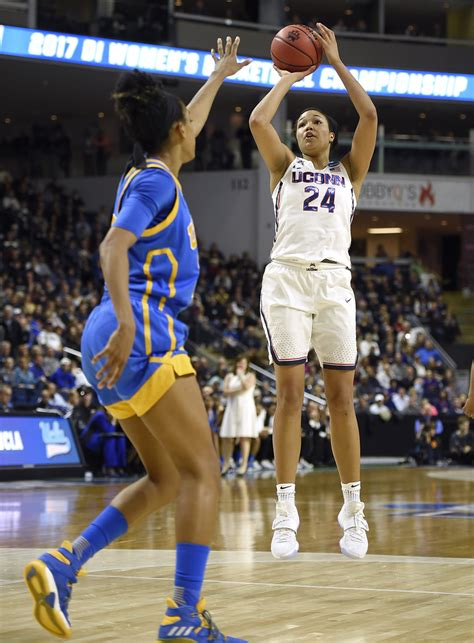 Kelsey Plum is unanimous choice as AP women's basketball ...