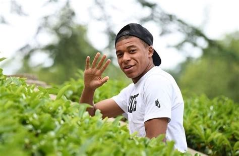 Kylian Mbappe Bio, Wiki, Net Worth, Dating, Girlfriend ...