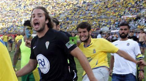 La afición de UD Las Palmas pide la expulsión del grupo ...
