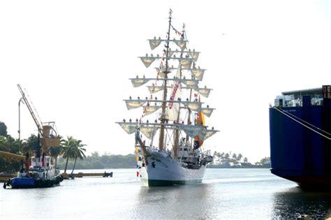 """La Armada dio la bienvenida a """"Gloria"""", un buque escuela ..."""