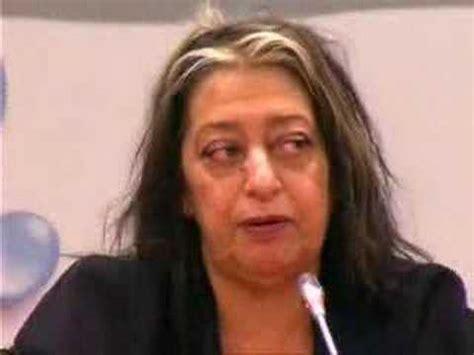 La arquitecta Zaha Hadid en las obras del Pabellón Puente ...