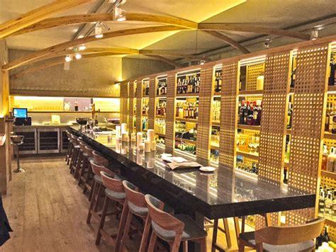 La barra del restaurante La Bien Aparecida en Madrid ...