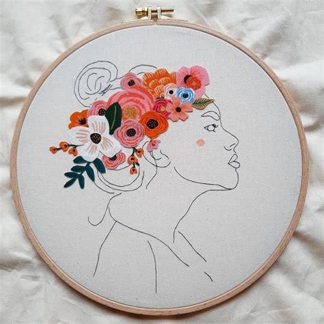 La couronnée de fleurs | Dessin floral, Broderie, Broderie ...