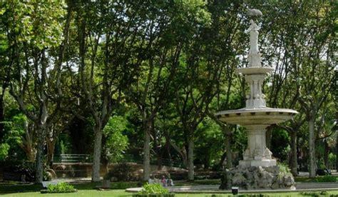 La dama del paraguas, un símbolo de Barcelona escondido en ...
