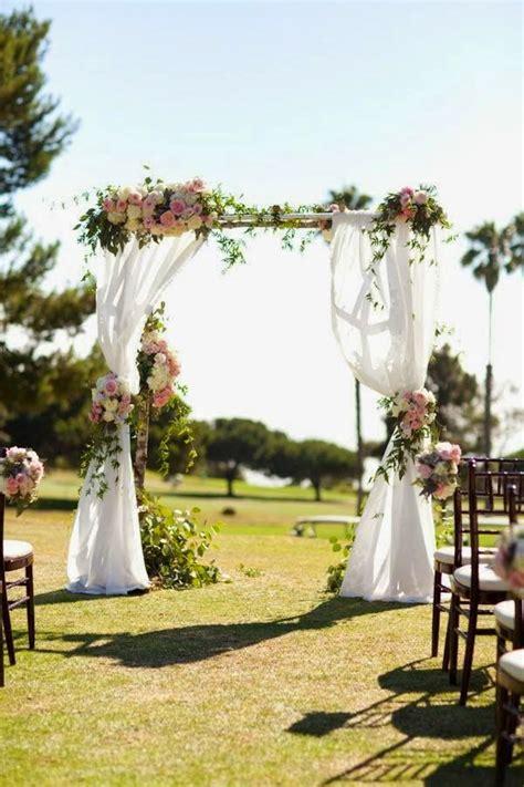 La decoración floral en el altar de tu boda   Cártamo ...