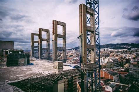 La desaparició dels edificis moderns – L Informatiu