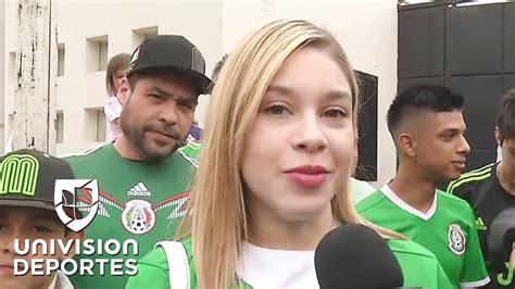 La esposa de Carlos Salcedo, una fanática más en la puerta ...