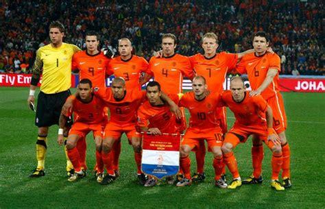 La estrella de la selección holandesa que vuelve al fútbol ...