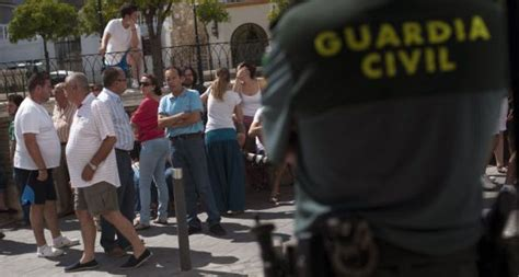 La Guardia Civil acusa a otros 16 vecinos de Estepa por ...