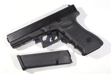 La Guardia Civil autoriza 923 licencias para defensa ...