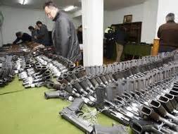La Guardia Civil subasta en Vitoria cerca de 800 armas ...
