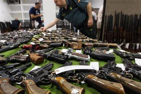 La Guardia Civil subasta más de 400 lotes de armas en ...