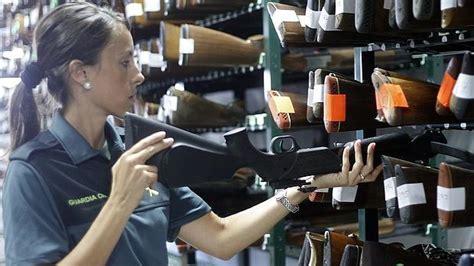 La Guardia Civil subastará en Sevilla centenares de armas ...