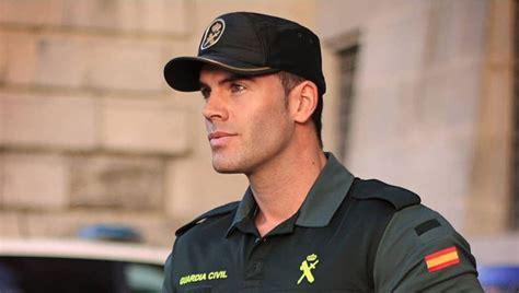 La Guardia Civil vuelve a presumir de  cuerpo ... y ...