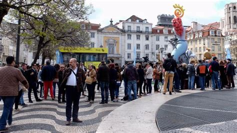 La hoguera alicantina plantada en Lisboa recibe más de 20 ...