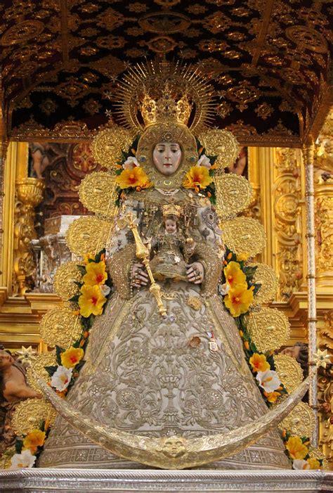 La Imagen de la Virgen del Rocío al Detalle | Rocio.com