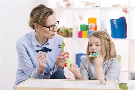 La importancia del juego en psicología infantil | CEAC