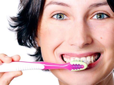 La inflamación de las encías afecta a jóvenes de 25 a 28 ...