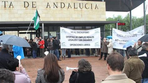 La Junta de Andalucía da derechos de funcionarios al ...