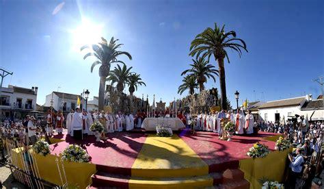 La Misa Pontifical en El Rocío, en imágenes