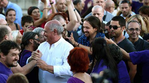 La prensa planta a Pablo Iglesias en Sant Boi tras llegar ...