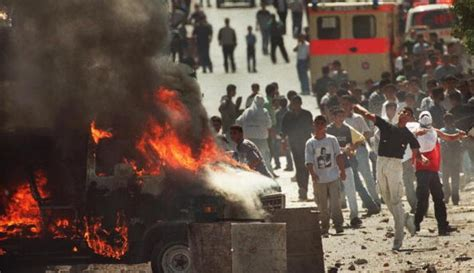 La primera y segunda intifada, cara y cruz de una misma ...