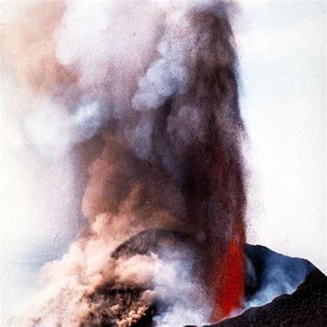 La principal singularidad del volcanismo canario es su ...