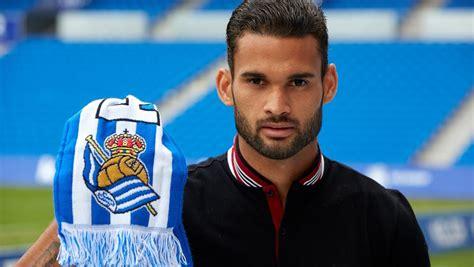 La Real enseña su escudo real al Athletic antes del derbi ...