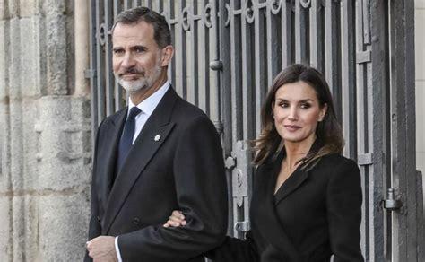 La reina Letizia y el rey Felipe VI asistieron al ...