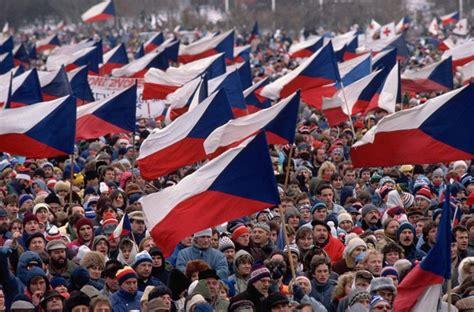La Revolución de Terciopelo, vista con ojos hispanos ...