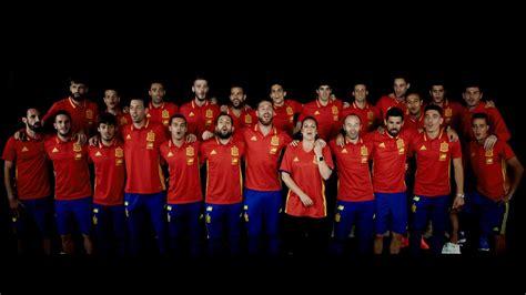 La Roja Baila  Himno Oficial de la Selección Española ...