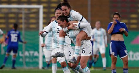 La selección argentina de fútbol femenino se enfrenta hoy ...