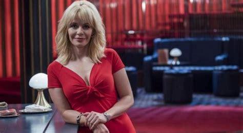 La trayectoria televisiva de María Adánez: De  Farmacia de ...