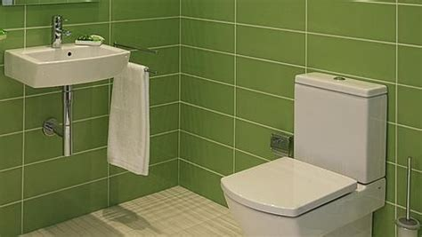 La UE multa al fabricante de baños Roca por pactar el ...