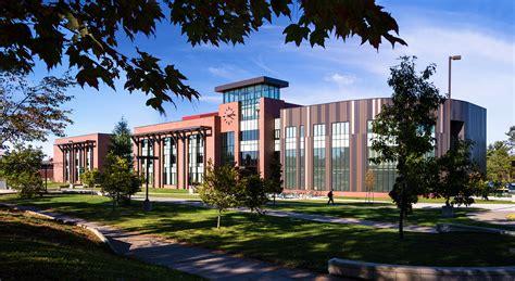 La Universidad de Michigan ofrece 4 años de carrera ...