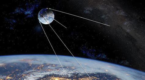 La URSS lanza el  Sputnik I  el 4 de Octubre del 1957