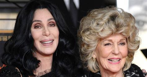 La verdad detrás de la foto viral de Cher con su madre, de ...