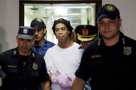 La vida de Ronaldinho en la cárcel de Paraguay:  Está ...