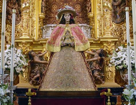 La Virgen del Rocío amanece vestida de Pastora para su ...