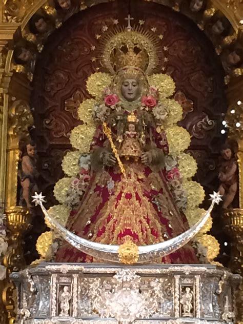 La Virgen del Rocío con su traje de Navidad en 2014 ...