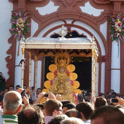 » La Virgen del Rocío ya recorre las calles de Almonte