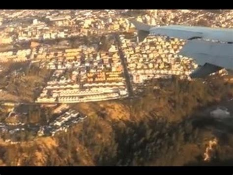 Landing in Mariscal Sucre Quito Airport  old airport ...