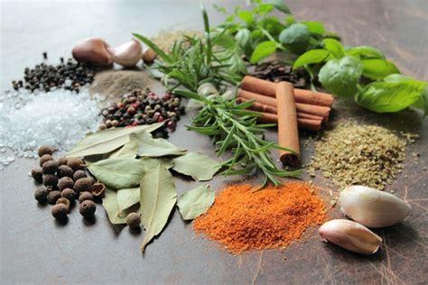Las 10 Hierbas aromáticas y especias indispensables en la ...