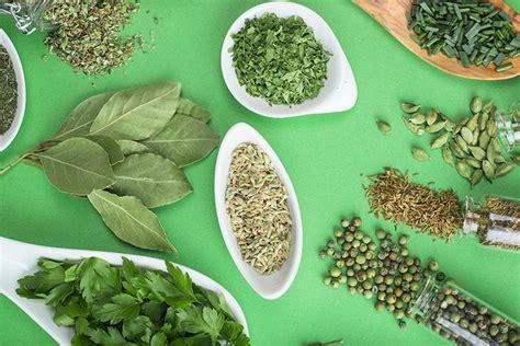Las hierbas aromáticas imprescindibles en la cocina   A ...