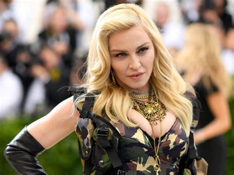 Las impagables fotos de la fiesta gitana de Madonna en Italia